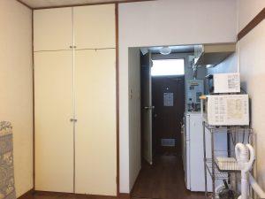 Прихожая - кухня и шкаф